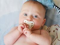 赤ちゃんの寝返りの時期と注意してあげたいこと