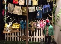 子供服メイキーズが手に取れる店舗が大阪にオープンしています。