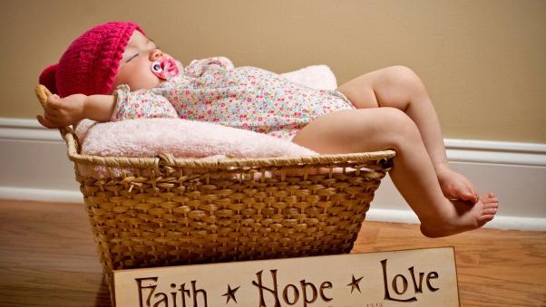 baby_basket_lie_down_sleep_funny_85631_602x339