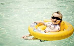 baby_life_buoy_swimming_pool_sun_glasses_54639_300x188