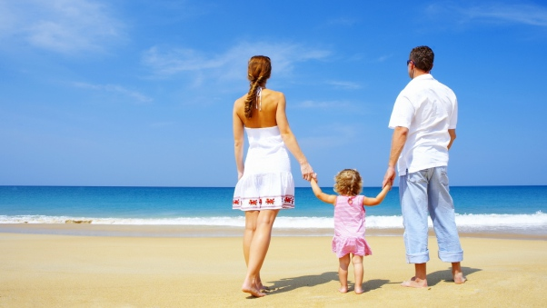 family_child_sand_beach_sea_happiness_54497_602x339
