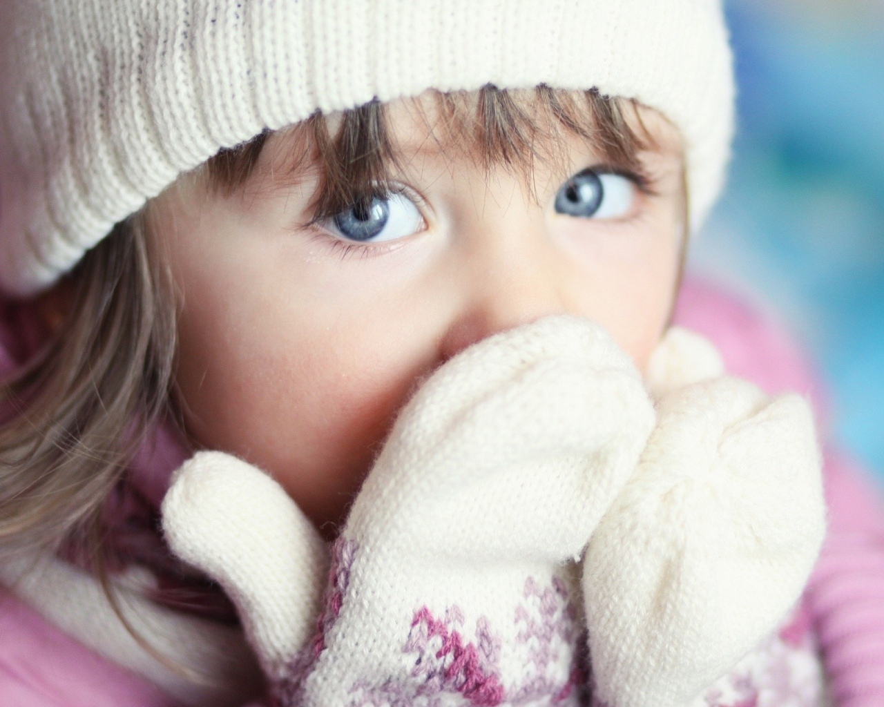 girl_child_blue_eyes_gloves_hat_95250_1280x1024