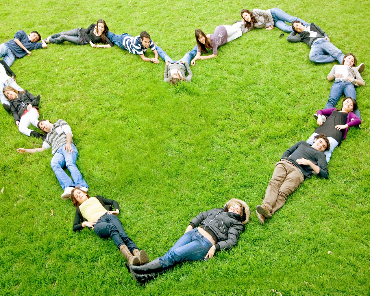 people_heart_grass_love_80424_1280x1024