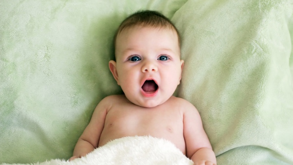 baby_bed_surprise_emotion_64418_602x339