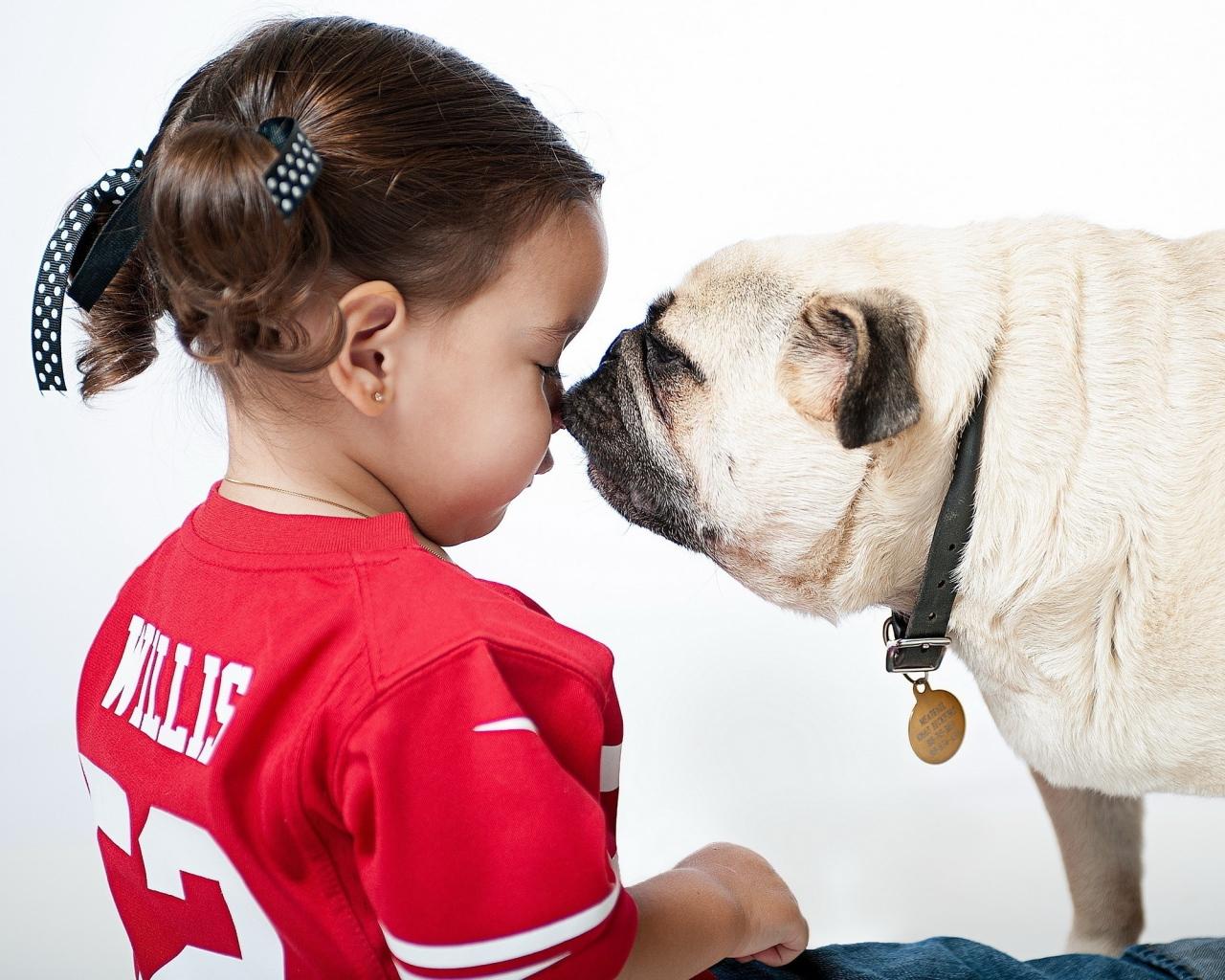 girl_bulldog_play_friendship_59868_1280x1024