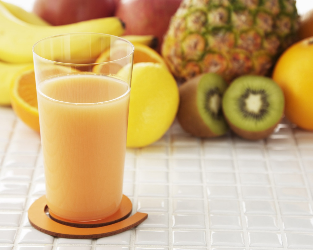 juice_fruit_natural_banana_pineapple_glass_multifruit_45158_1280x1024