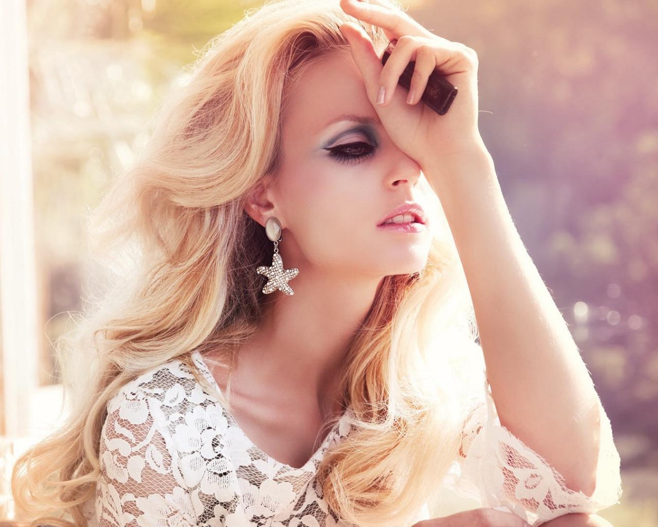 blonde_woman_dress_lace_lighter_64100_1280x1024