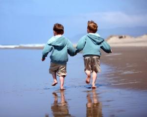children_boy_brother_beach_sand_reflection_coast_sea_ocean_surf_walk_shorts_heels_horizon_sky_53900_1280x1024