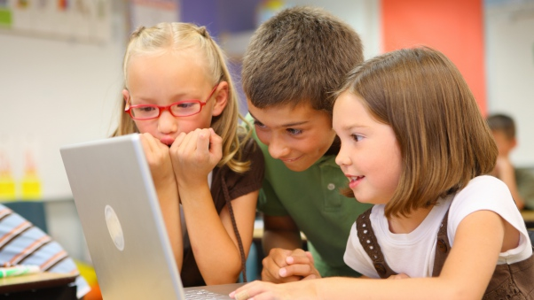 children_school_desk_laptop_80192_602x339
