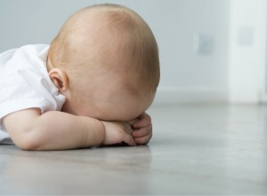 いつ頃から?赤ちゃんの人見知りについて