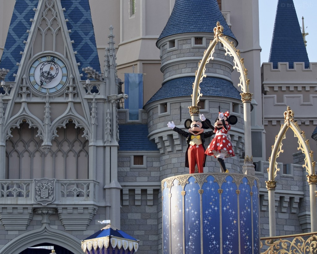disney_world_cinderella_castle_orlando_florida_mickey_mouse_minnie_mouse_102310_1280x1024
