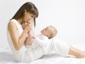 mother_child_baby_love_white_smiles_happiness_80465_1024x768