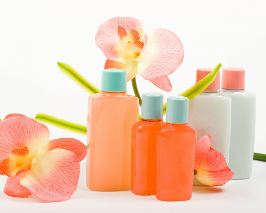 cosmetics_flowers_white_background_80366_1280x1024