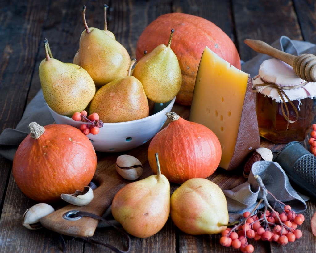 vegetables_fruit_pears_pumpkins_honey_cheese_still_life_102985_1280x1024