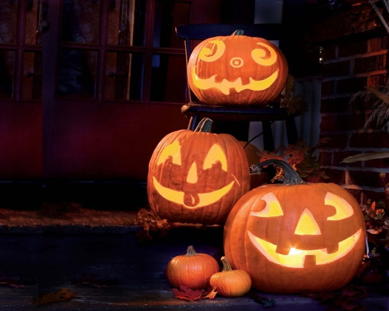 halloween_holiday_pumpkin_faces_smiles_40967_1280x1024