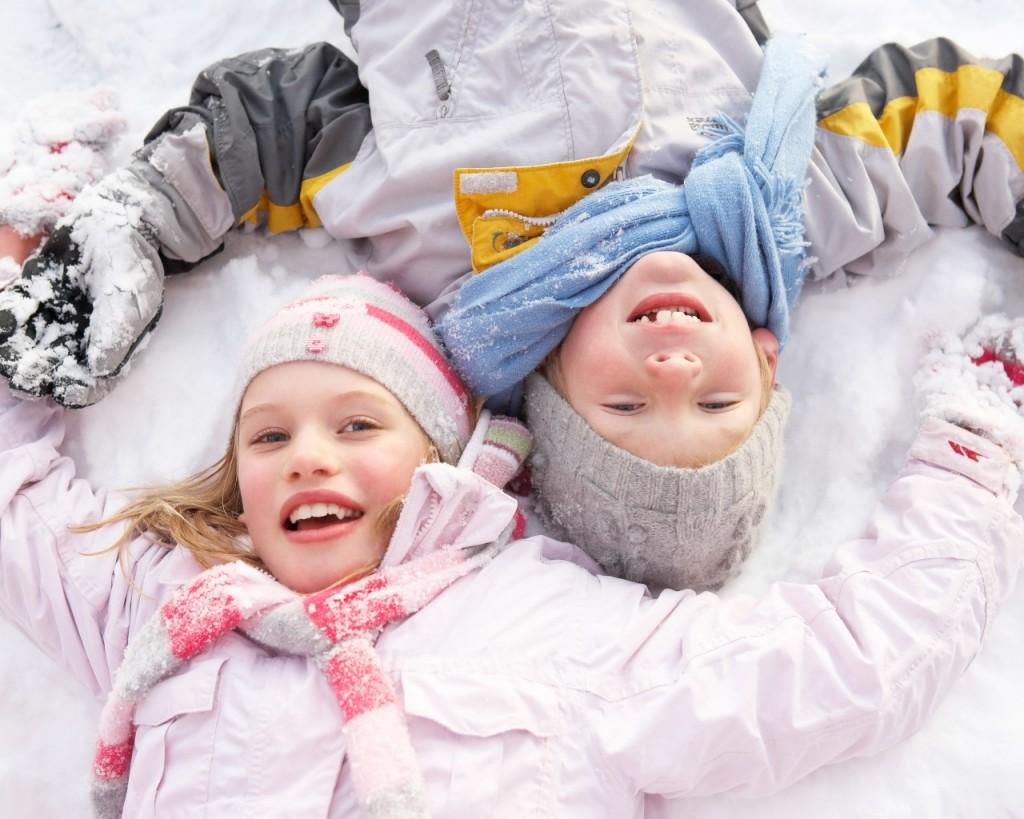 children_snow_playful_lie_85621_1280x1024