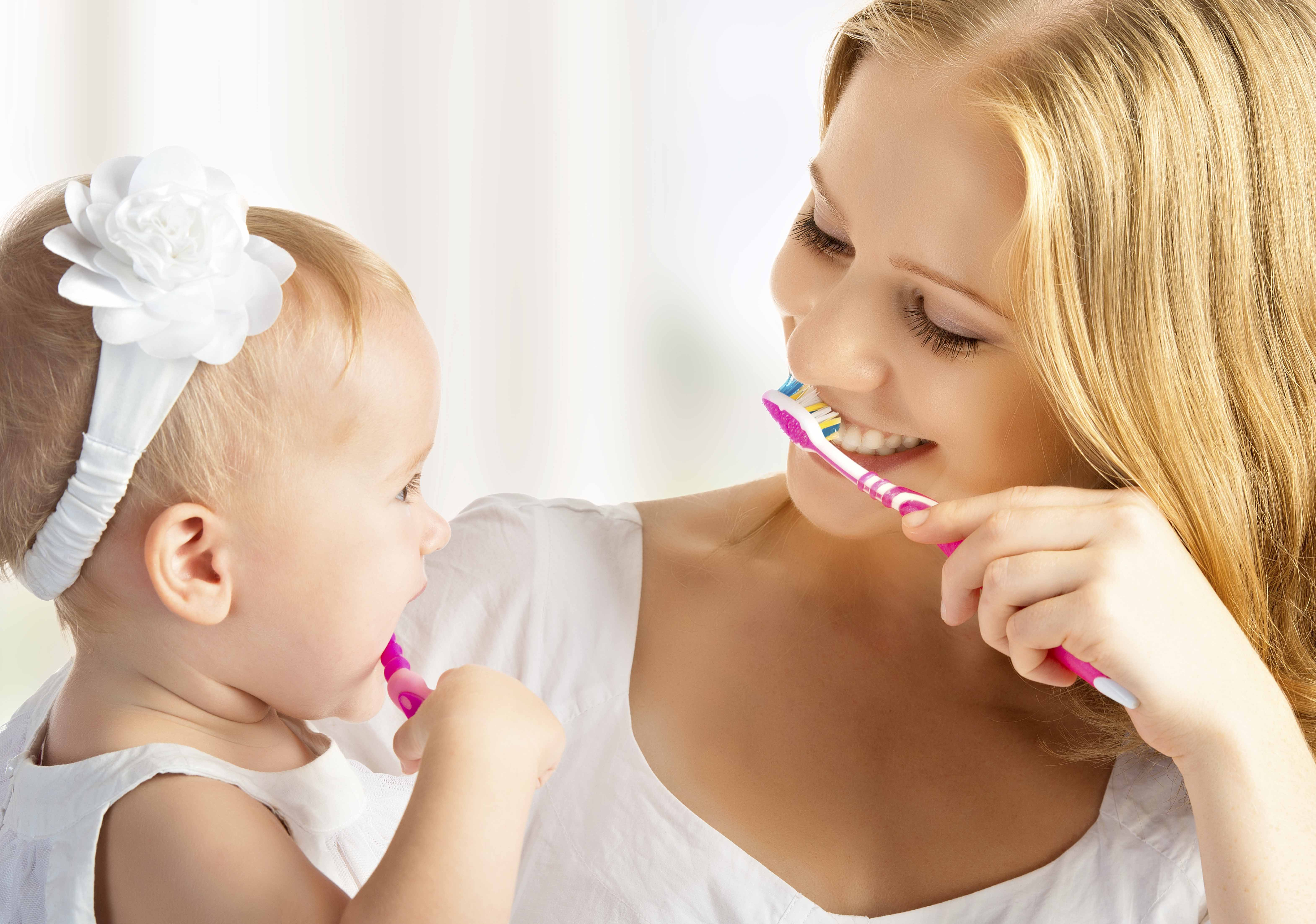 歯が生え始めたら乳歯ケアを始めよう
