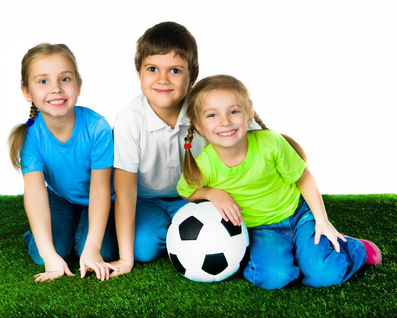 children_ball_football_grass_80189_1280x1024