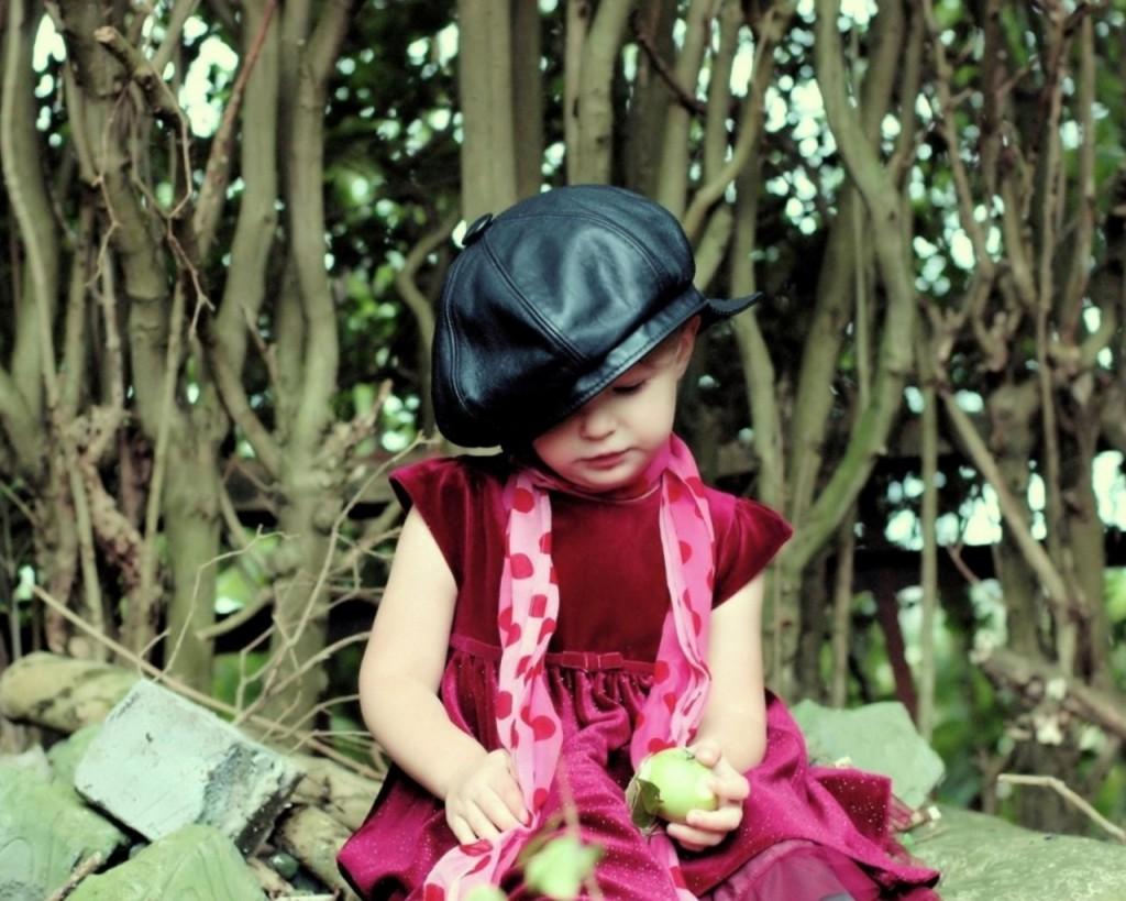 girl_scarf_mood_children_hat_82191_1280x1024