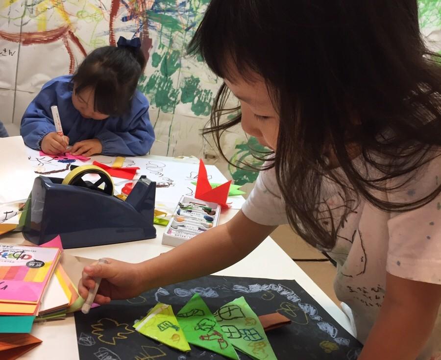 子ども・幼児作品「折り紙」をコラージュにしたワークショップ/モネットスクール大阪