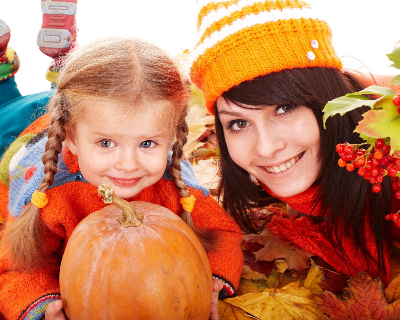 mother_daughter_pumpkins_leaves_autumn_80463_1280x1024