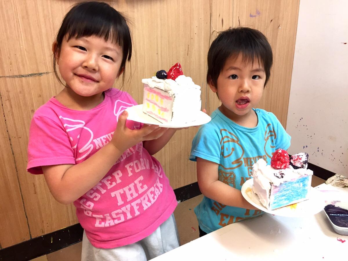 紙粘土でケーキをつくる!幼児子どもの立体造形/アート&イングリッシュ【モネットスクール大阪】