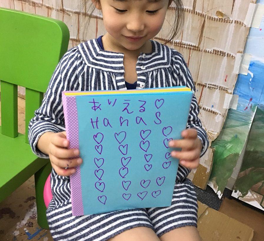 製本から表紙デザインも!子供たちがオリジナルのノートをつくりました!