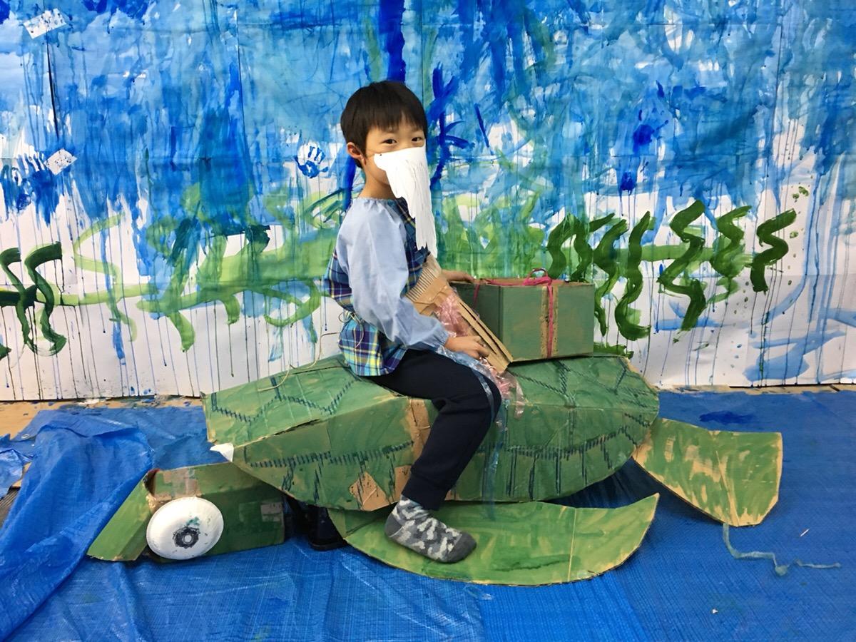 「浦島太郎(うらしまたろう)」になる!海や亀・衣装も子供たちがつくりました!