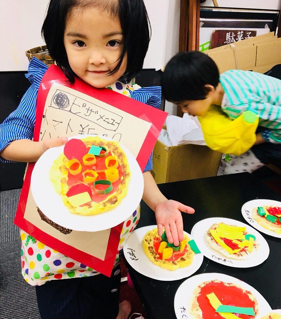 紙粘土でピザをつくりました!ベビークラスは幼児の粘土遊び・おもちゃをつくる