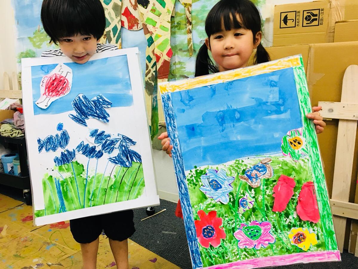 子どもたちが季節の花を描きました!フレームも手作りで!