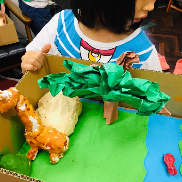 サバンナの大地に住む動物をつくりました!ダンボールや紙粘土の工作