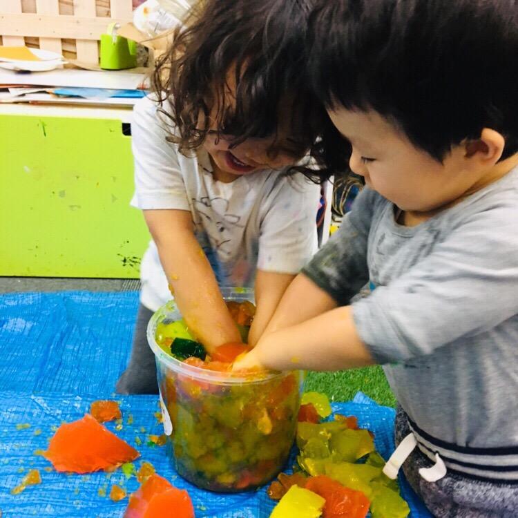 寒天で感触遊び!ベビー幼児期に大切な創作遊び