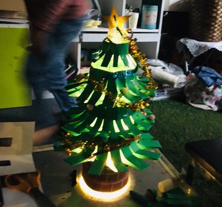 オリジナルのクリスマスツリーをつくりました!LEDライトで作る子供の工作