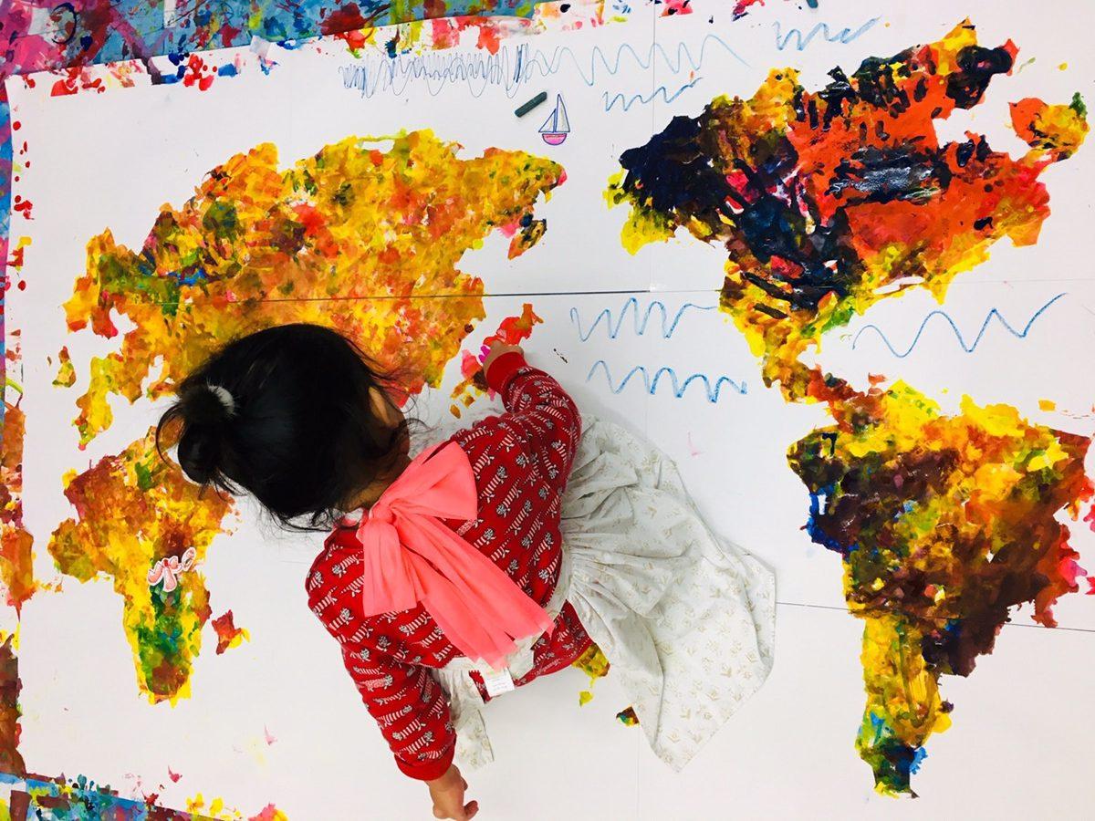 世界地図を手形アートで!ベビー幼児の絵の具遊び ハンドペイント