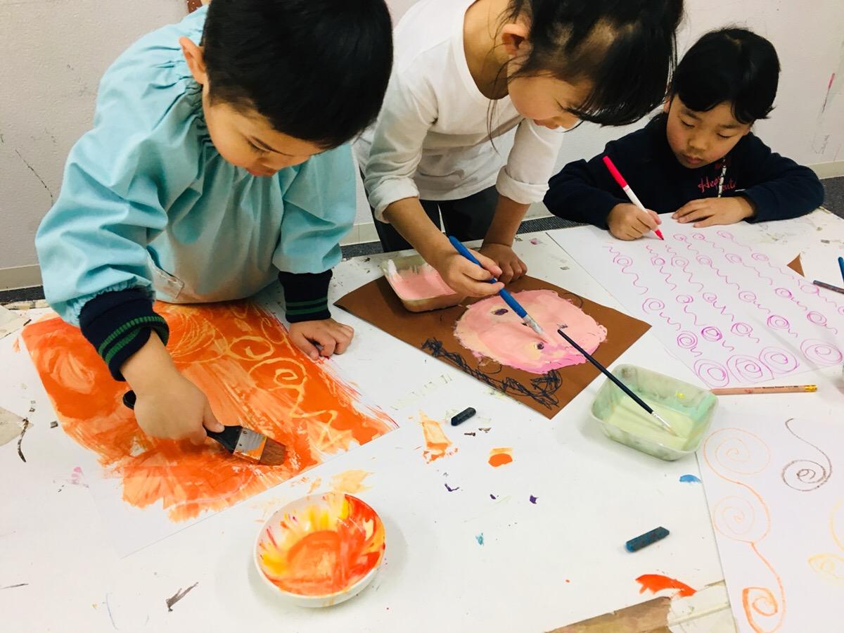 ゴッホ風の肖像画を描く!子供たちが挑戦する絵画技法(絵の具・デッサン)