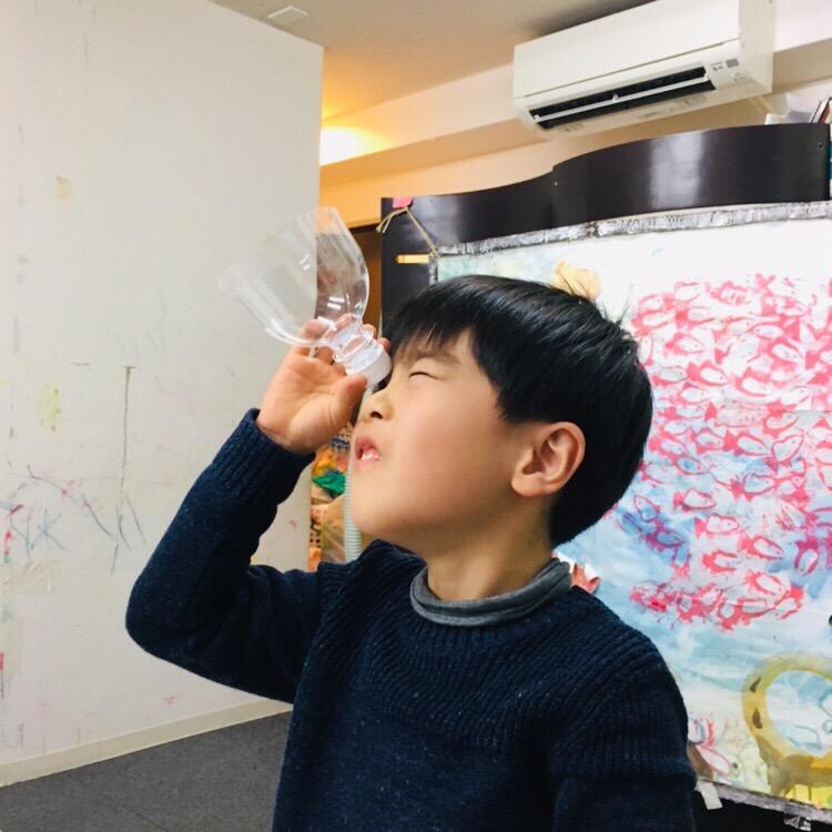 ペットボトルとガラス玉で顕微鏡をつくりミクロの世界を体験!