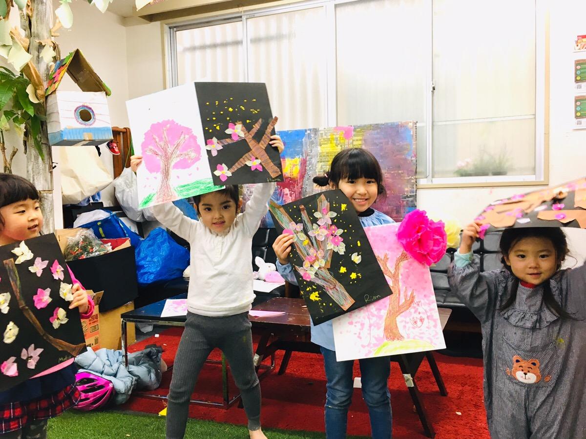 桜を描く!絵の具やクレヨン 花紙などいろんな素材で子供のお絵描きを