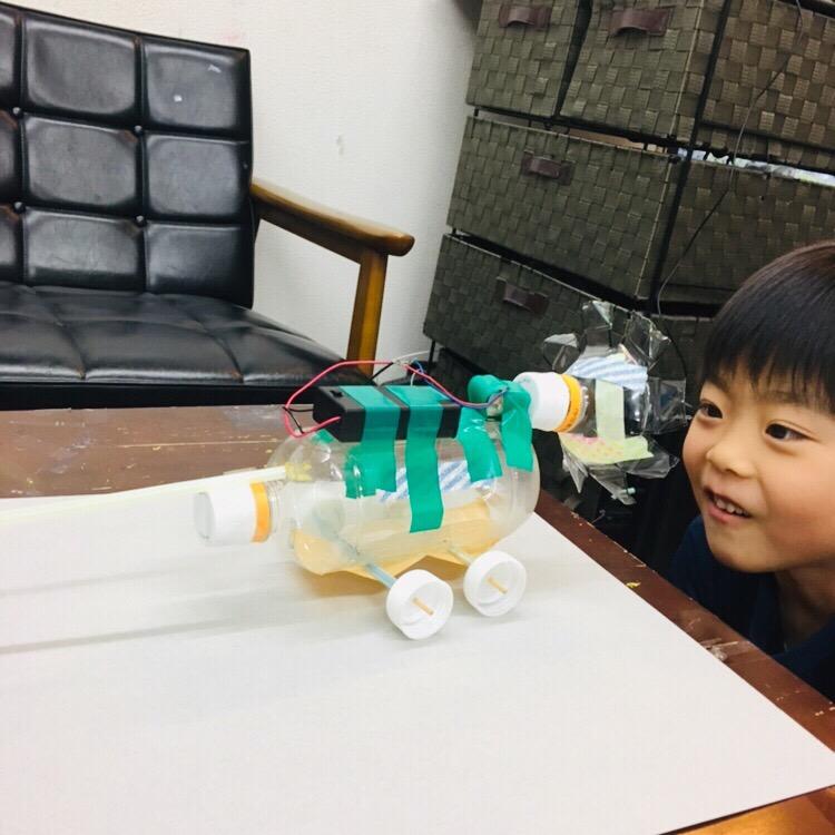 木曜サイエンスアートクラスがスタート!モーターで動くプロペラカー