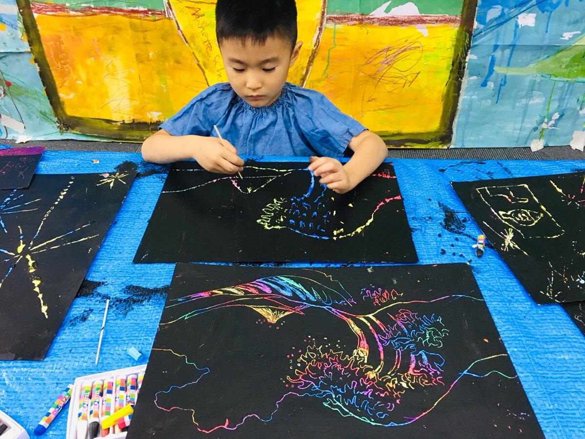 「子供のスクラッチアート」スクラッチ用紙作りにも挑戦!