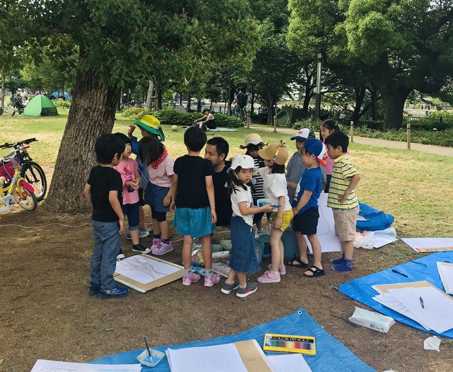 中之島公園でみんなでお絵描き(屋外アートレッスン)