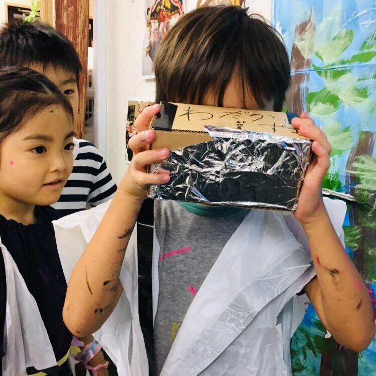 自作の《VRゴーグル》で子供達がバーチャルリアリティーを体験!