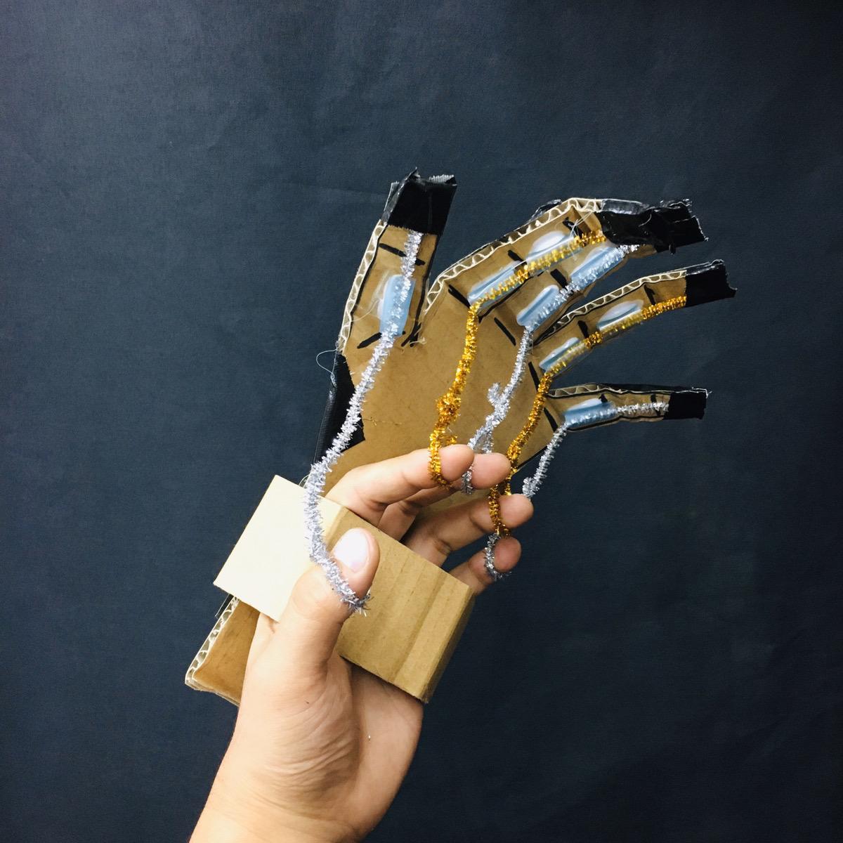 【ロボットアームをつくる!】指の動きに合わせて動く人口の手 科学工作